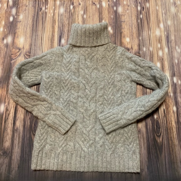 Sarah Spencer Sweaters - Grey cable knit sweater
